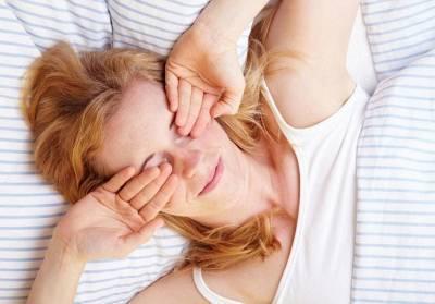 Солевой компресс поможет быстро снять отек с лица утром. Как сделать?
