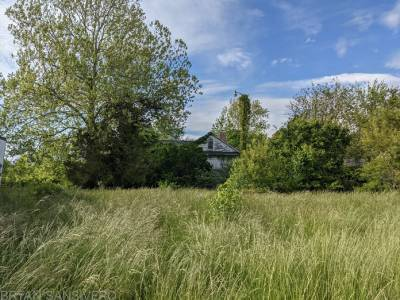 Мужчина обнаружил заброшенный фермерский дом, в котором остановилось время