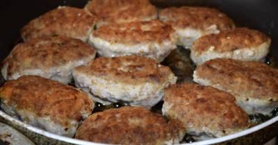 Сколько жарить котлеты на сковороде, чтобы мясо внутри точно приготовилось